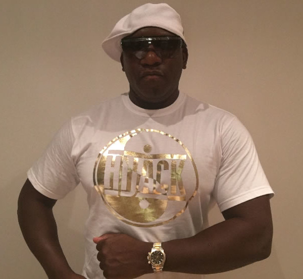 vince gold tshirt
